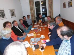 Die Grünen Mitglieder an einem Tisch