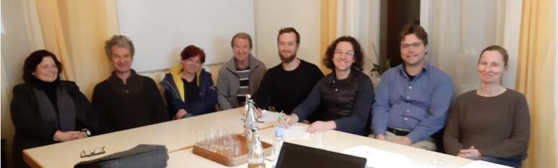 Dr. Heidi Sutter-Schurr, Arno Bürkert, Elke Rupprecht, Ehrenfried Barnet, Felix Straub, Sebastian Prigge, Nils Remmers, Dr. Marianne Merschhemke sitzen an einem Tisch