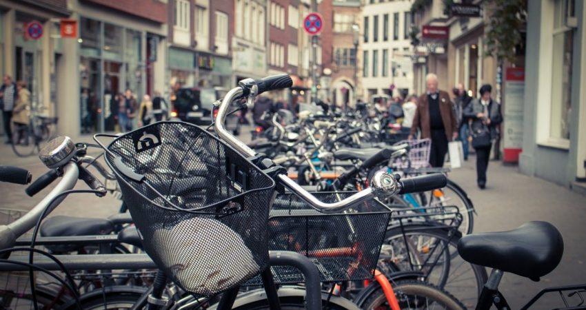 Fahrräder in einer Stadt