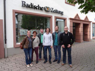 Einige Mitglieder von Bündnis 90/Die Grünen Ortsverband sChopfheim bei der Badiscen Zeitung in Schopfheim