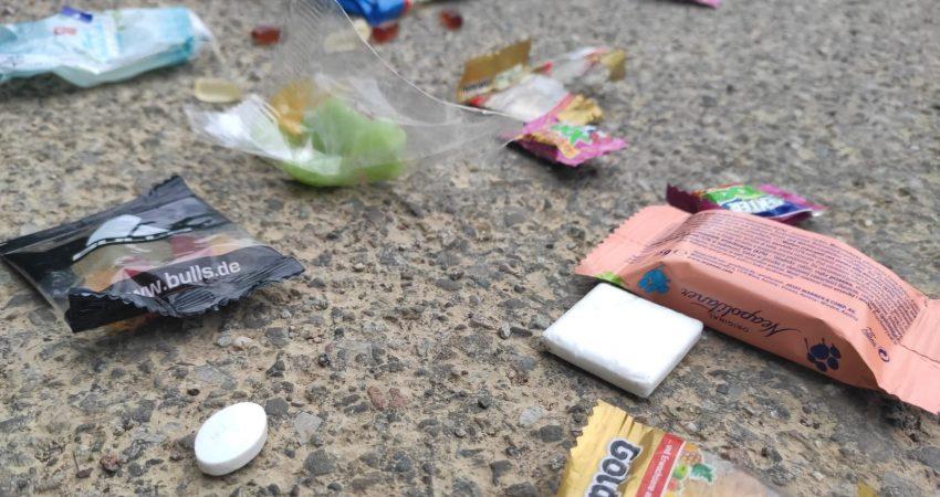 Müll am Boden nach der Fasnacht